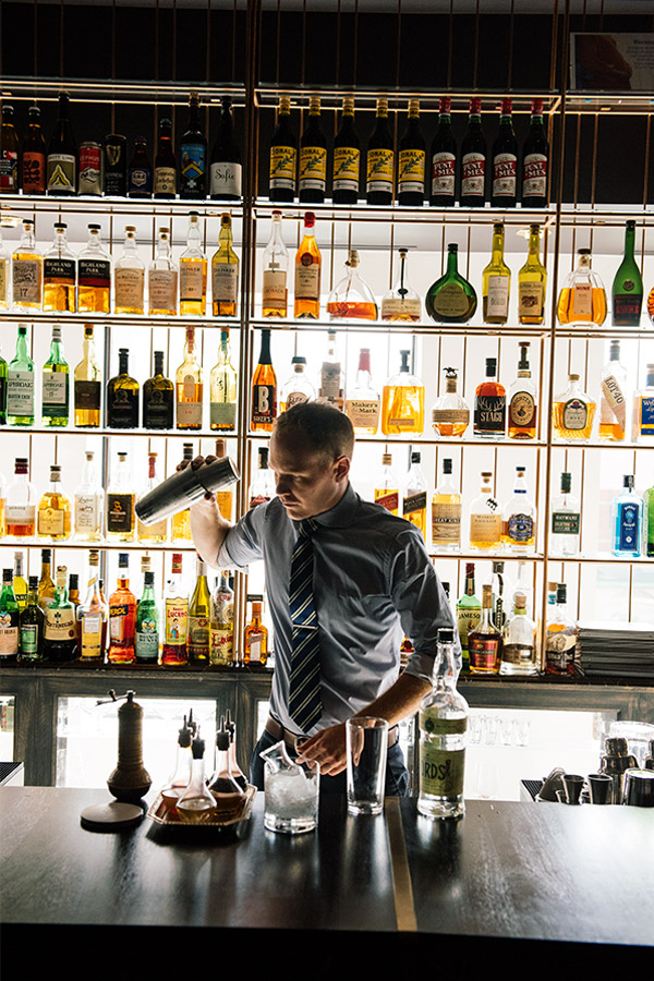 A barman at Alo restaurant, in Toronto (ON)